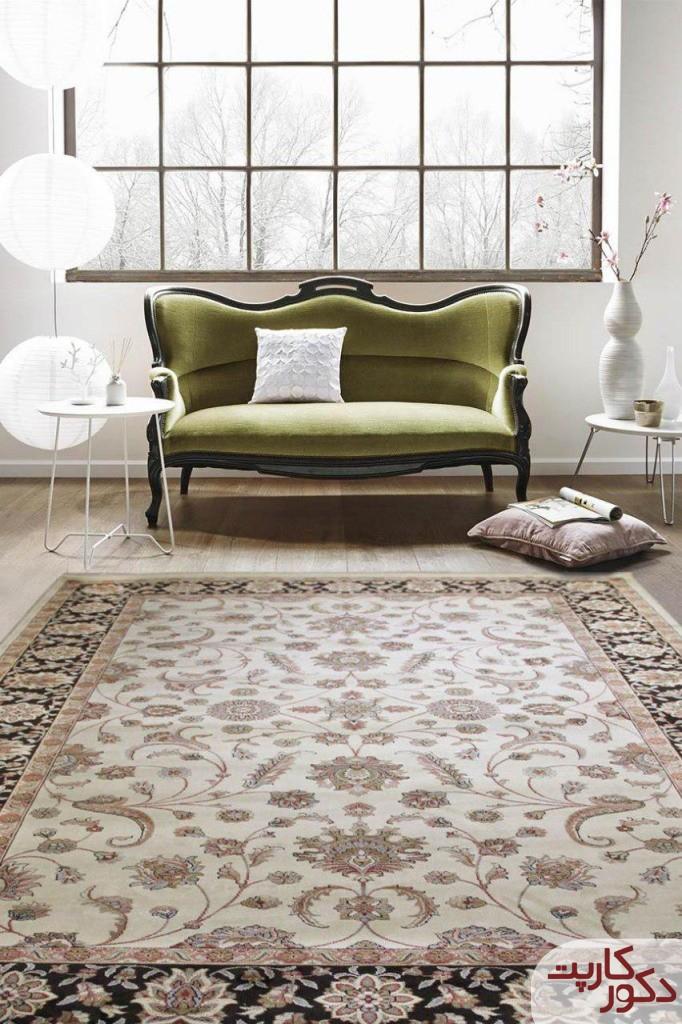 نمای فرش ۷۰۰ شانه طرح افشان کد ۵۲۷ در کنار مبل سبز