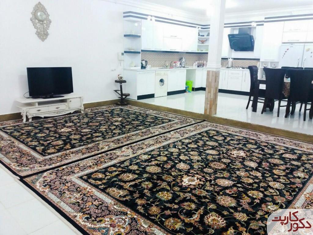 نمایی از فرش افشان سرمه ای در دکوراسیون سفید رنگ