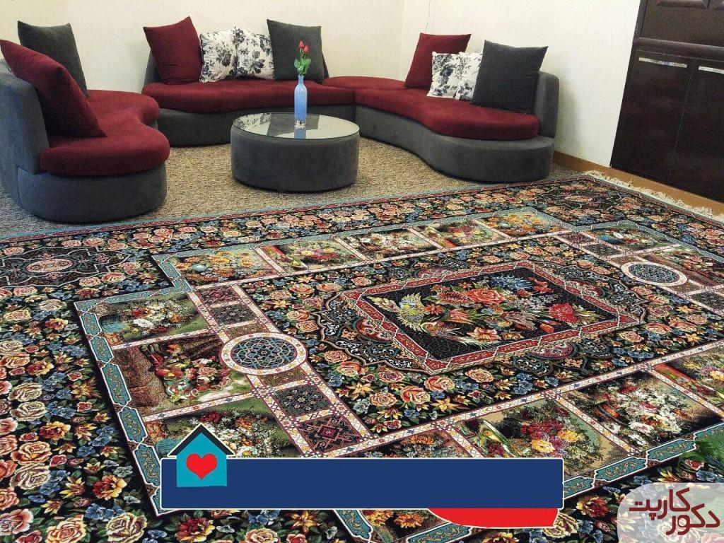 نمای فرش باغ ارم فیروزه ای در کنار مبلمان طوسی و زرشکی