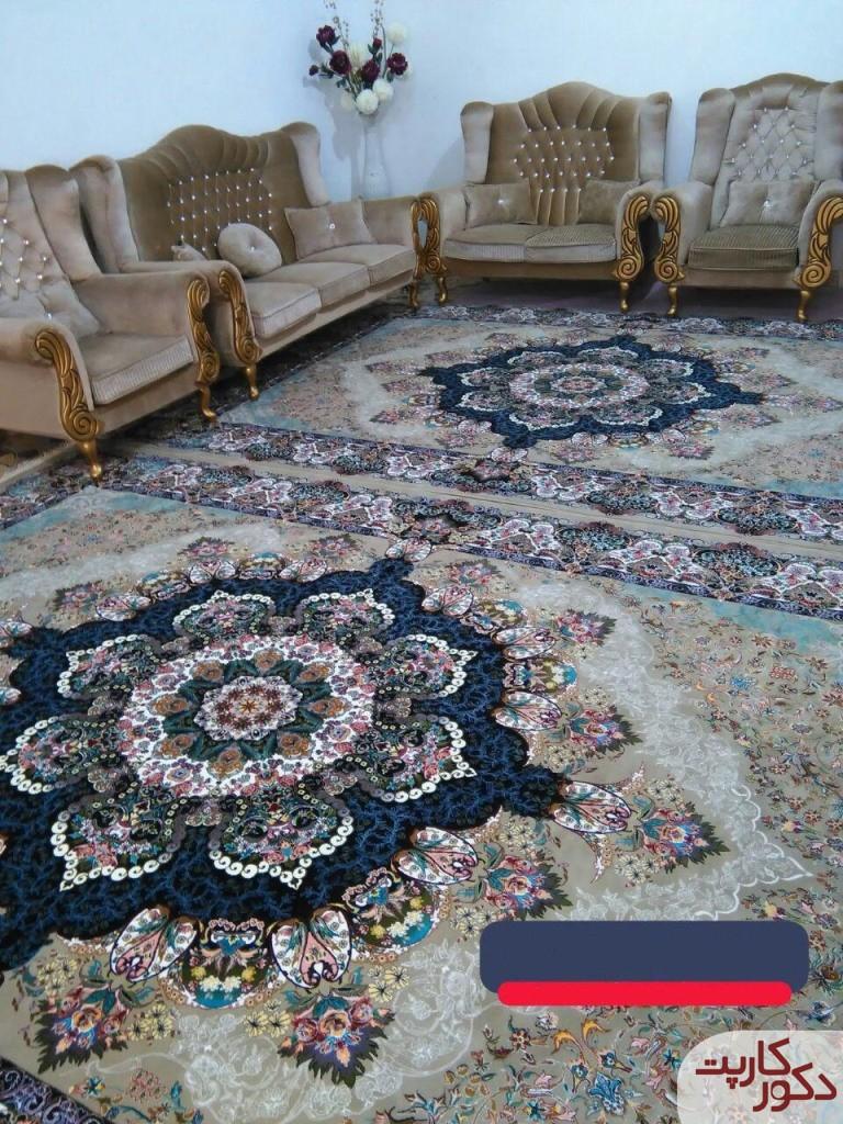 دکوراسیونی شامل فرش سوگلی ترمه ای در کنار مبلمان همرنگ فرش