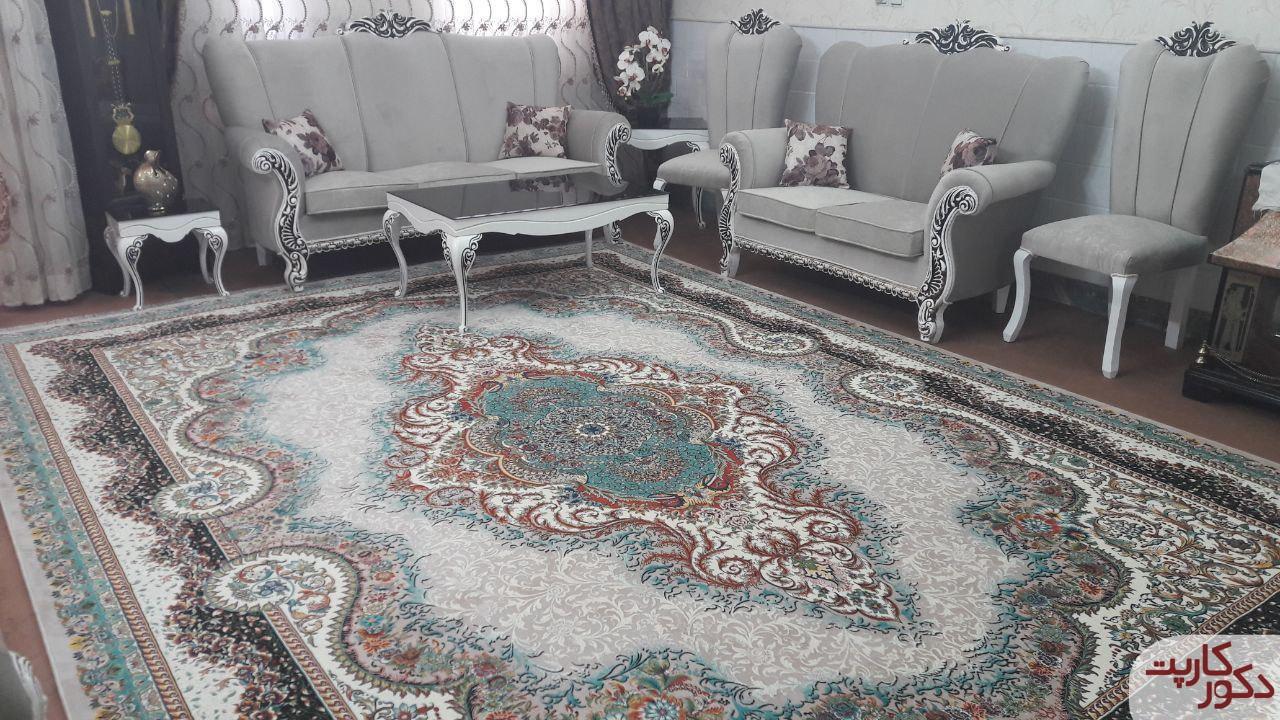 نمای فرش آرسس فیلی در کنار مبلمان فیلی