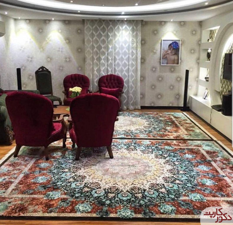 نمای فرش هایبالک طرح لوتوس قهوه ای در کنار مبلمان زرشکی
