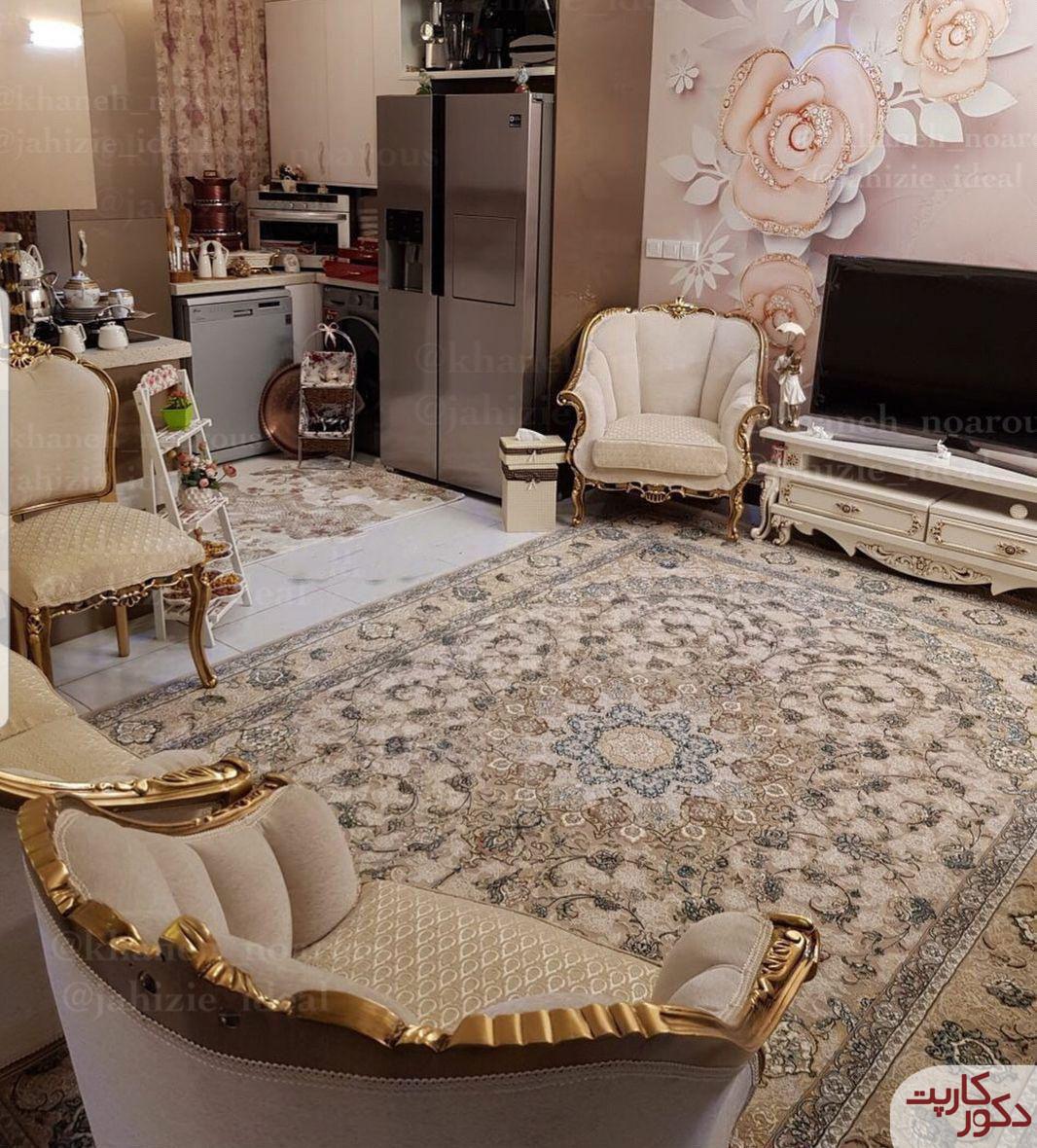 نمای فرش شاه عباسی فیلی در کنار مبلمان کرم
